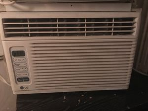6500 BTU air conditioner in excellent condition blows very cold air for Sale in Mount Rainier, MD