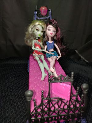 Monster High bed & 2 monster high dolls for Sale in Zanesville, OH