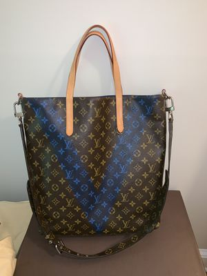 Louis Vuitton limited edition blue V Authentic for Sale in Pomfret Center, CT