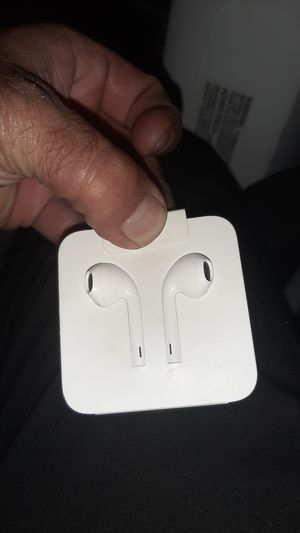 iPhone earbuds never been used for Sale in Haysville, KS