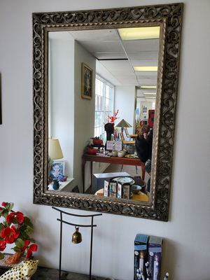Beautiful Wall Mirror for Sale in Cleveland, OH