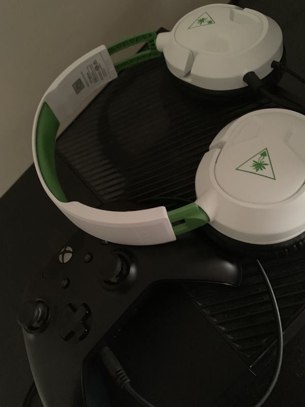 Xbox one including brand new turtle beach surround sound headphones & controller!