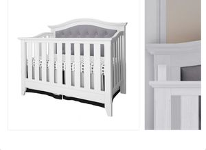 White Baby Crib for Sale in Los Angeles, CA