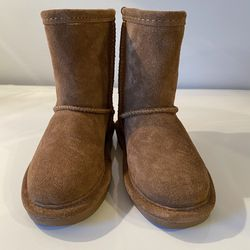 Bearpaw Girl's Short Boots Size T-8 for Sale in Centreville,  VA
