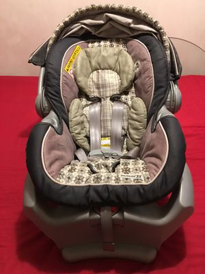 """Authentic """" Graco"""" car Seat Snugride -35 basically New for Sale in Los Angeles, CA"""