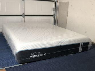 Queen Pro-Adapt Tempurpedic Mattress for Sale in Marysville,  WA