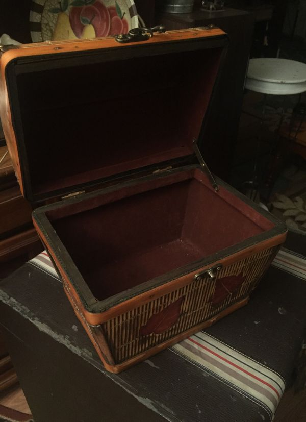 Wicker and bamboo box/chest w/ latch