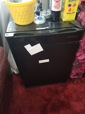 B INSIGNIA ALL REFRIGERATOR MINI SIZE PERFECT FOR OFFICE OR SMALL ROOMS for Sale in Garden Grove, CA