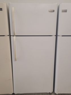 Frigidaire Top Freezer Refrigerator Used Good Condition With 90day's Warranty for Sale in Mount Rainier,  MD