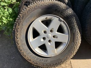 Jeep tires/ rims 255 / 75 r17 for Sale in Citrus Heights, CA