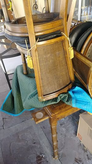 Table 4 chairs antique in Nice condition for Sale in Denver, CO