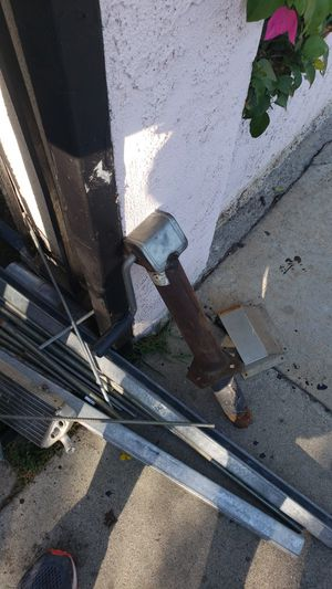 A frame trailer jack for Sale in Maywood, CA