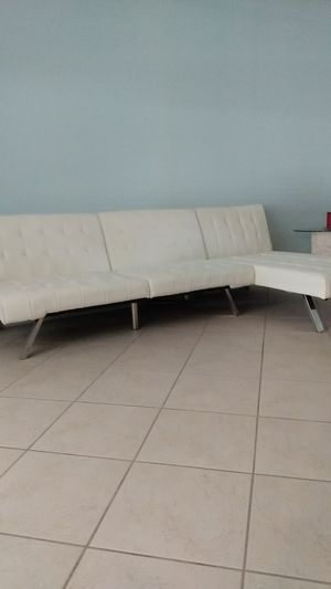 Leather couch like new. for Sale in DeBary, FL