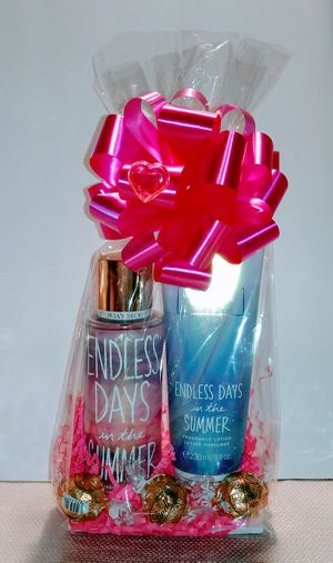 New Gift Victoria Secret Endless Days in the Summer 2pc Set for Sale in Rialto, CA