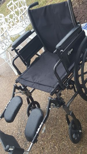 Like new laege sized wheel chair for Sale in Harrisonburg, VA