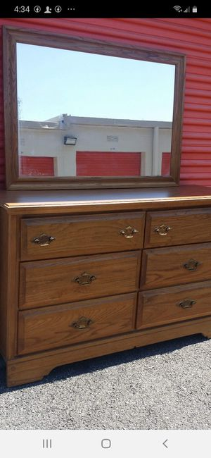 BEAUTIFUL DRESSER 6 DRAWERS WITH BIG MIRROR ALL DRAWERS WORKING WELL GOOD CONDITION for Sale in Fairfax, VA