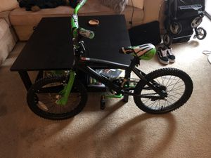 """18"""" boys bike, Green and Black ages 5+ for Sale in Medford, MA"""