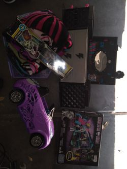 Monster high GIFT Bundle for Sale in El Mirage,  AZ