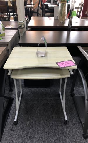 Small desk for Sale in Irving, TX