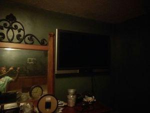 42 inch flatscreen tv with walmount for Sale in Manassas, VA