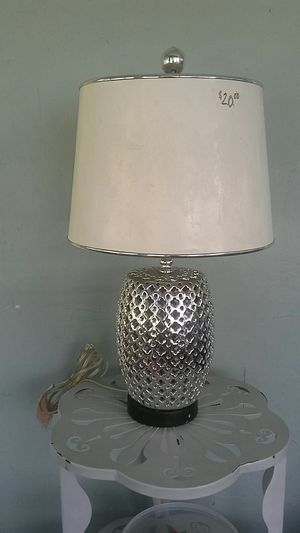 """Lamp. 20"""" Table. Silver Indian jar. W/ decorative shade for Sale in Fort Lauderdale, FL"""