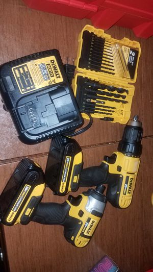 20v max combo set & drill bits firm price no offers please/combo 20v con set de brocas precio firme for Sale in Escondido, CA
