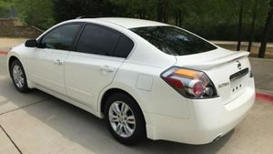 cool car altima nissan 2010 for Sale in Tampa, FL