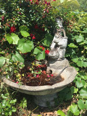 Concrete Yard Art Bird Bath Fountain for Sale in Puyallup, WA