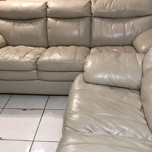 Beautiful Sofa And Loveseat for Sale in Tampa, FL