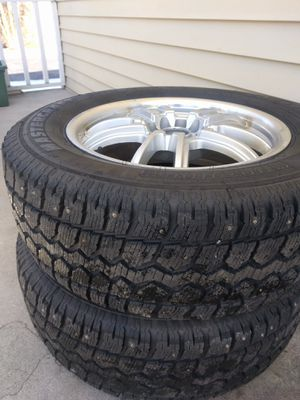 Two snow tires with rims size p235/65R17 fit oddesy 2015 EX for Sale in Webster, NY