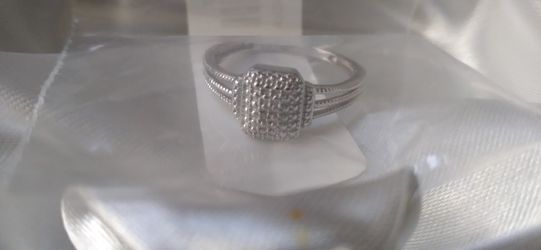 Size 8 Platinum Ring for Sale in North Las Vegas,  NV