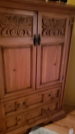 Dresser, nightstand, armoire, queen bed set Broyhill for Sale in Paso Robles, CA