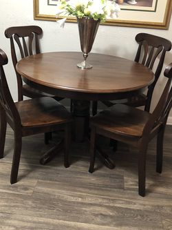 Dining Table With 4 Chairs for Sale in Las Vegas,  NV