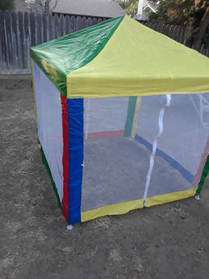 Small kids canopy for Sale in Fresno, CA