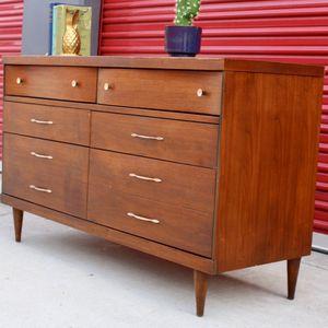 Beautiful Mid Century Dresser By Bassett for Sale in Escondido, CA