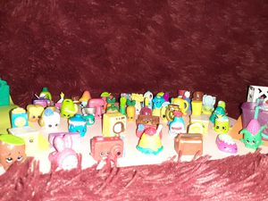 Shopkins 52 pieces with shopping bags and shopping basket with 2 crates for Sale in Houston, TX