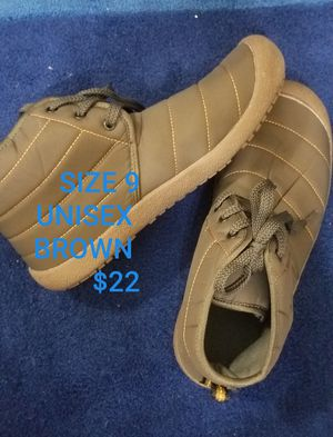 RAIN/SNOW BOOTS size 9 for Sale in Rancho Cucamonga, CA