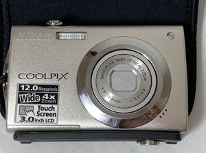 Nikon COOLPIX S4000 12.0MP Digital Camera - Champagne Silver PARTS for Sale in Beaverton, OR