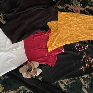 Free Clothing Small Or Medium Size for Sale in Long Beach, CA