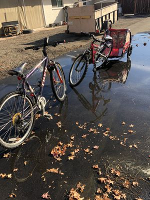 Mountain bikes & trailer all 3 -$350 for Sale in Lathrop, CA