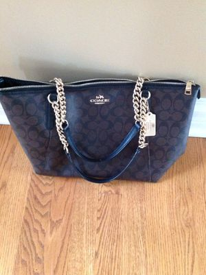 Coach crossgrain leather tote bag for Sale in Barrington, IL