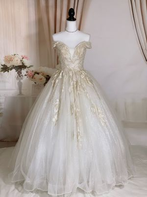 Luxury embroidered bling wedding dress/ prom dress/ Quinceanera&Sweet 16, size 2-4 for Sale in Davie, FL