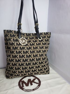Authentic Michael Kors Signature Jet Set Canvas Handbag Or Tote With Leather Straps PRICE FIRM 🚫 for Sale in San Antonio, TX