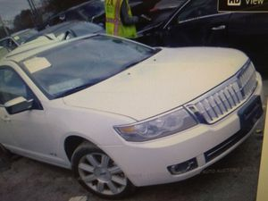2009 Lincoln MKZ for parts engine and transmission available for Sale in Calverton, MD