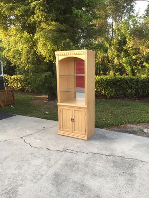 Lighted Glass Display Case DELIVERY AVAILABLE 🚗 for Sale in Bonita Springs, FL