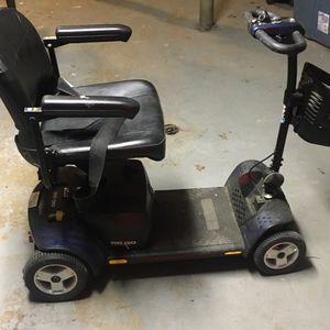 Pride Go- Go Ultra X 4-Wheel Mobility scooter for Sale in Chicago, IL