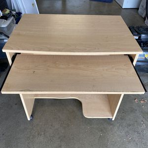 Computer Desk with pull out keyboard stand. Wheels for Sale in Sacramento, CA