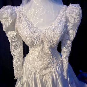 Retro Wedding Dress Size 8 Gloria Vanderbilt for Sale in New Britain, CT