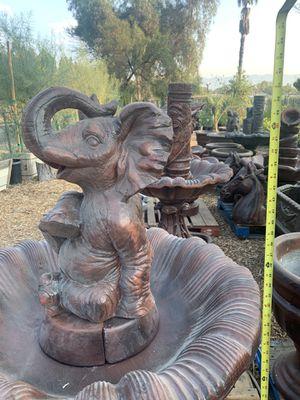 fuente de elefante / de cemento for Sale in Bloomington, CA