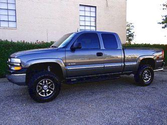 $1,2OO I'm selling urgentl 2OO1 Chevrolet Silverado. for Sale in Morton,  IL